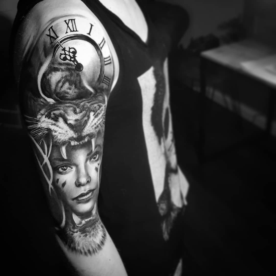 Tatouage realiste portrait femme animaux tigre noir et gris bras